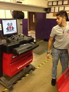 Endy Amaya '15 works with a professional diagnostic machine during Auto Tech.