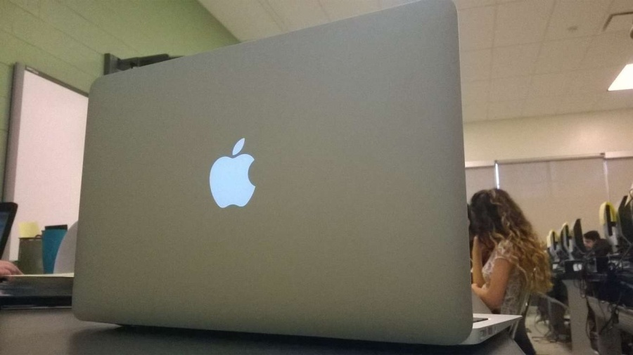 The MacBook Airs have arrived. How does the  Wakefield student body feel?