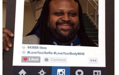 Bear smiles in giant Instagram frame on #LoveYourSelfieDay