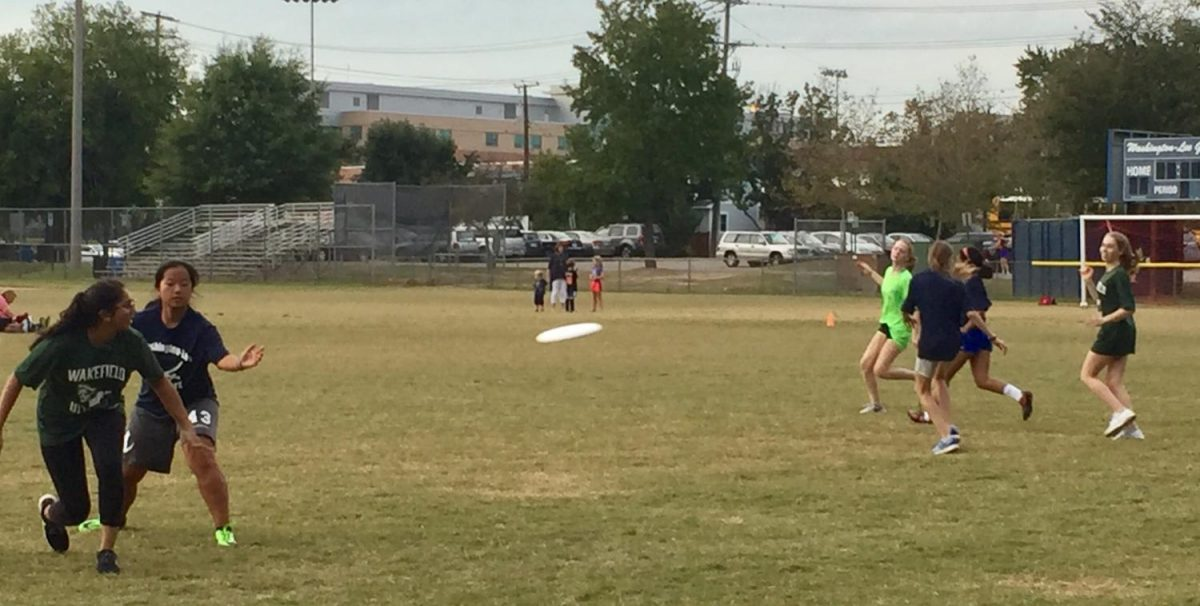 The Girls Ultimate Frisbee team takes on Washington and Lee.