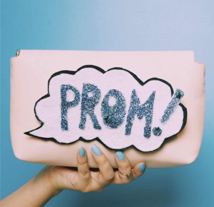 5 Handy Things to Hold in Your Clutch at Prom