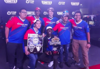 Here is Georgia State University's Esports team winning awards.